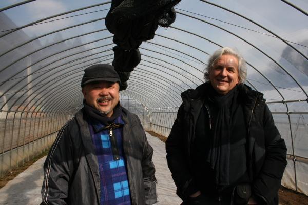 「ふる里自然農塾」を主宰する近澤さんとヘンケルさん。日本とフランス、国は違えどビオ農業を目指す二人の間には共通点がたくさんある。